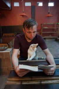 Book, Niel Gaimian, Trigger Warning, Cat, Reading, Mindo, Ecuador