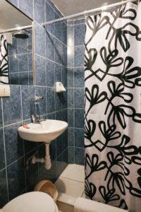Shower, Ollantaytambo, La Casa de Abuelo